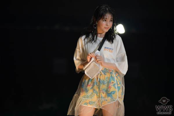 下村実生(フェアリーズ)がショートパンツ姿で美脚をアピール!藤田ニコル、TGC富山を盛り上げる!