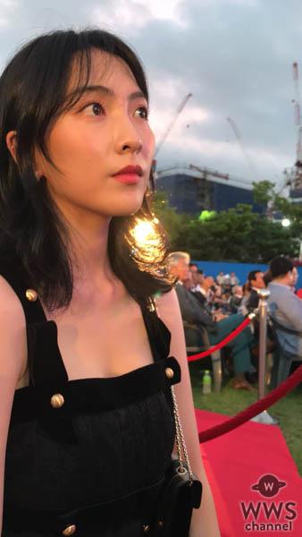 知英、国際ファン?スティック映画祭2018 セクシードレスを纏いレッドカーペット登場!