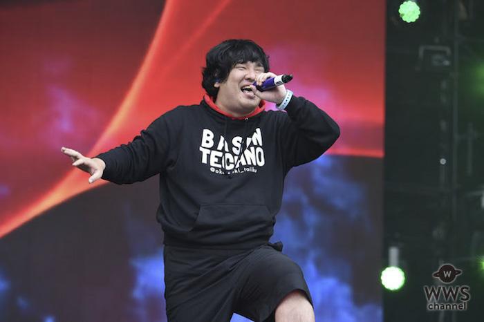 【ライブレポート】岡崎体育がGRASS STAGEにトップバッターとして登場!観客の多さに感激しながらも『感情のピクセル』含む10曲披露!<ROCK IN JAPAN FESTIVAL 2018>