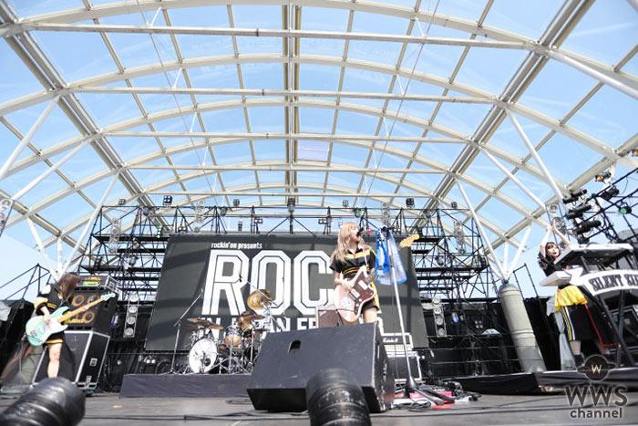 """【ライブレポート】SILENT SIREN """"キュート×パワフル""""なガールズロックで夏フェス大盛上がり!〈ROCK IN JAPAN FESTIVAL 2018〉"""