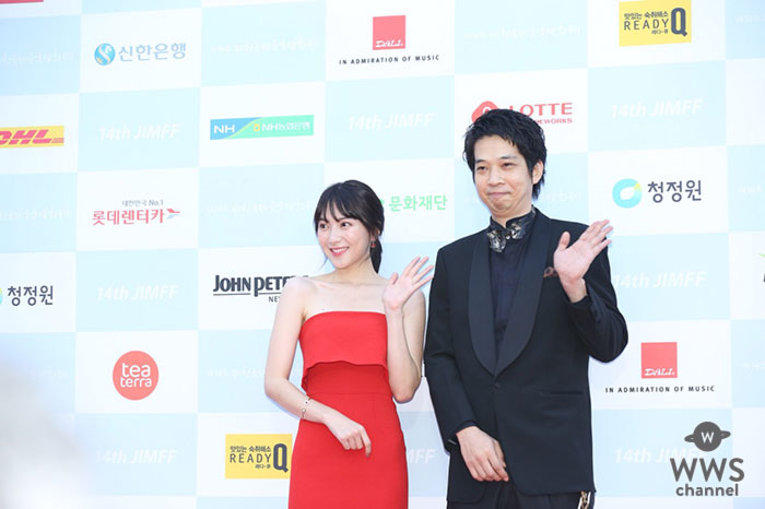 映画『私の人生なのに』第14回堤川(チェチョン)国際音楽映画祭 セクシーな赤の肩出しドレスでレッドカーペットに登場!