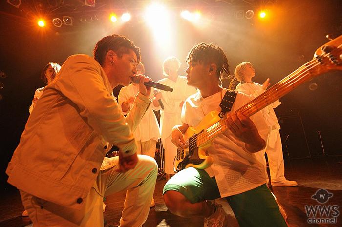 ボーカル4人の異色のバンドBuZZ、超満員のワンマンでメンバー涙!