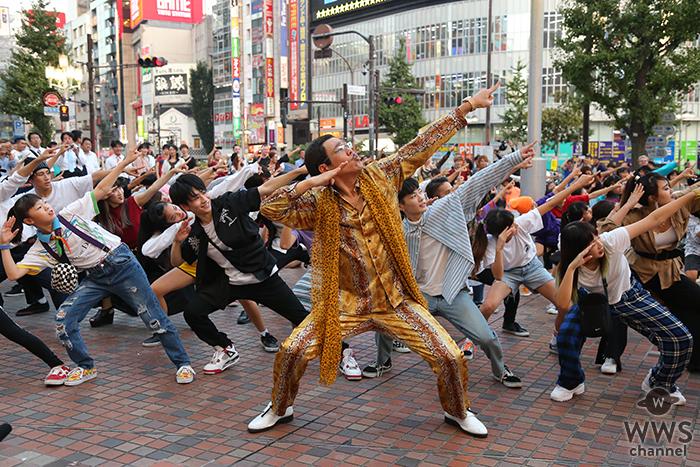 BIGBANGのV.I(ヴィアイ)、新曲ダンスチューンで新宿にサプライズフラッシュモブが出現!ダンサー100人による突然のフラッシュモブからピコ太郎が登場!!