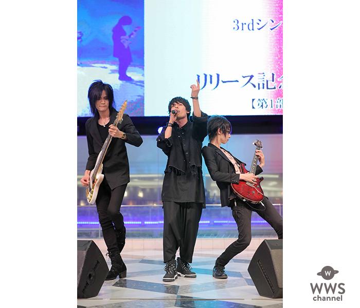 崎山つばさ、初のソロシングル「Crescent Moon」の発売記念ミニライブ&握手会に約2000人のファンが殺到!