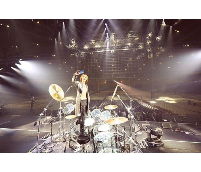 X JAPAN YOSHIKIが伝説の「無観客ライブ」を振り返る。「透明人間になって応援してくれたファンに感謝!涙」。11月にアーカイブ配信も決定!