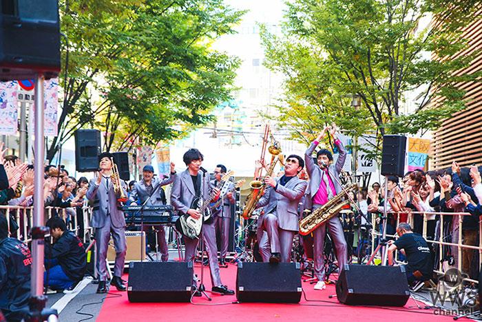 スカパラ、大阪城ホールの前哨戦として梅田でストリートライブ開催!