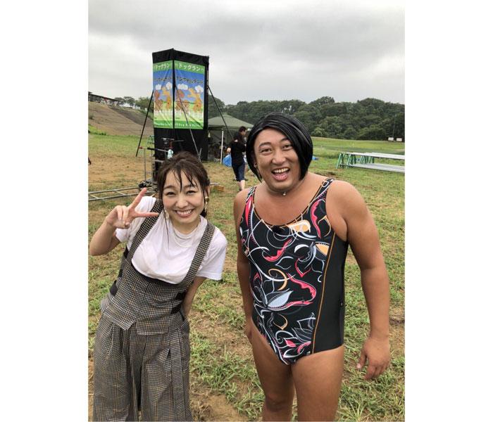 SKE48・須田亜香里、ロバート秋山とツーショット公開!ドッキリの落とし穴に「最近めっちゃ体張っててすげぇ」と称賛の声!