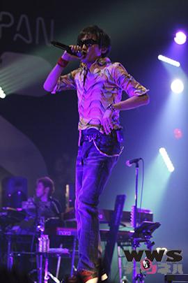 【ライブレポート】スガシカオがCOSMO STAGEのトリで登場! COUNTDOWN JAPAN 14/15