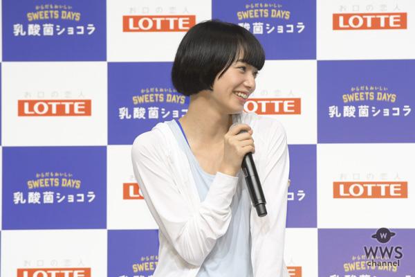小松菜奈がトレーニングウェア姿で運動好きを告白。「学生の時は勉強よりも体育が好きでした」。吉田羊と「腸内改善トレーニング」に挑戦!