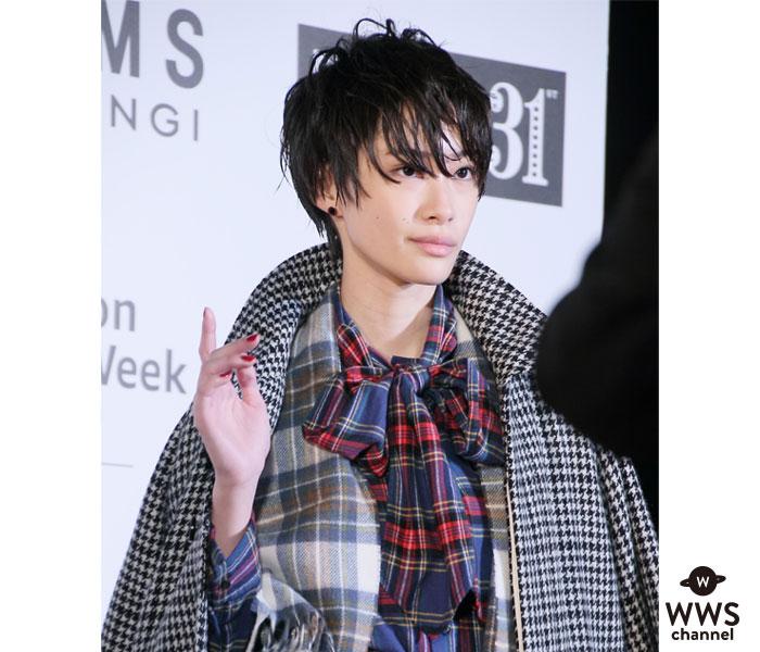 中山咲月が「FASHION GALA」のレッドカーペットに登場!クールにランウェイをウォーキング!<「第31回東京国際映画祭/FASHION GALA」>