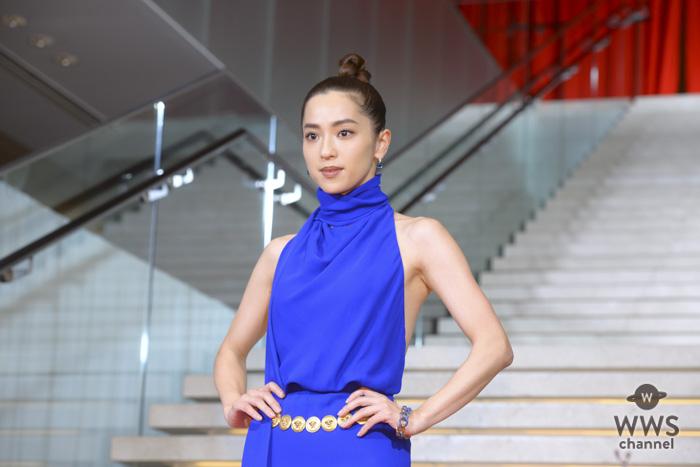 中村アンがエキゾチックなドレス姿でレッドカーペットに登場!<VOGUE JAPAN WOMEN OF THE YEAR 2018>