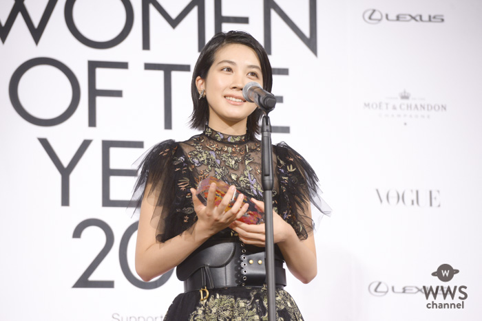 女優・松本穂香、平成でやり残したことに「ディズニーシーに行きたい」!シックなドレスコーデでレッドカーペットに登場!<VOGUE JAPAN WOMEN OF THE YEAR 2018>
