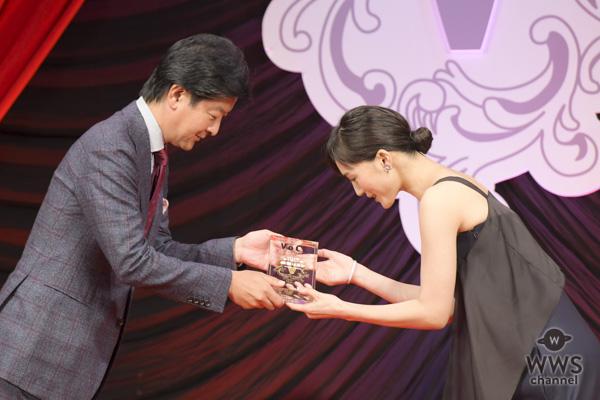 """綾瀬はるかが2018年""""最も美しい顔""""に選出!VOCE(ヴォーチェ)が選ぶ年間ベストコスメが発表!"""
