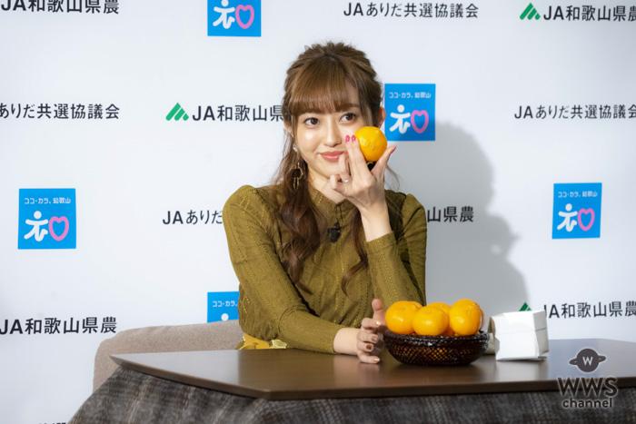 菊地亜美、こたつでみかんの思い出をぬくぬく語る。「爪の中が黄色くなるほど食べてました」