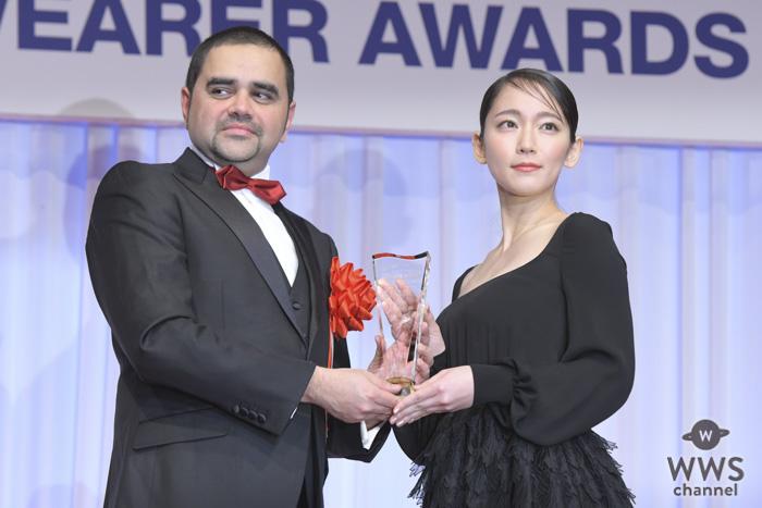 女優・吉岡里帆が「第30回日本ジュエリーベストドレッサー賞」を受賞!「エレガントな賞に感激」と歓喜!!