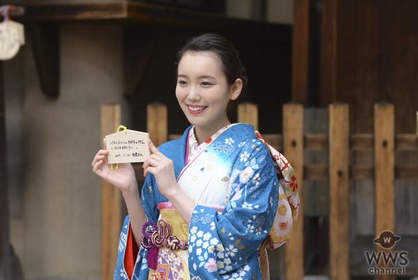 女優・川栄李奈、飯豊まりえらが鮮やかな晴れ着姿で撮影会に登場!