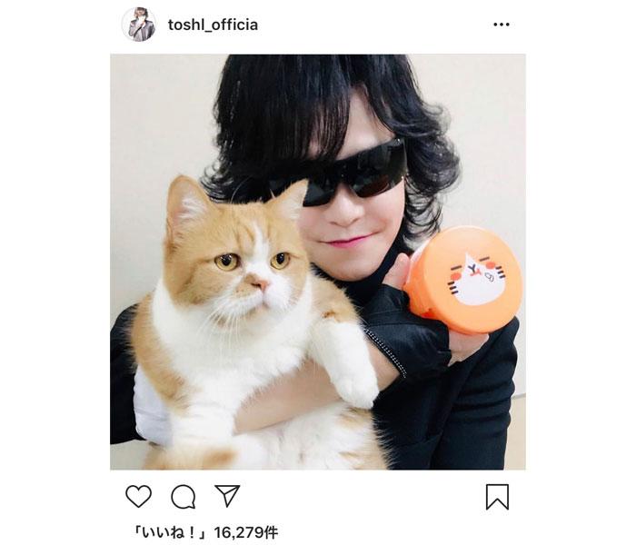 "X JAPAN ToshIが""ふてニャン""との可愛すぎる2ショット公開!「よく似合ってる」「トシさんにうっとりかな」"