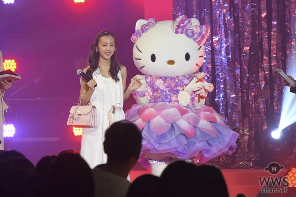 板野友美が純白の衣装でサマンサタバサ25周年イベントのランウェイに登場!<Samantha Thavasa 25周年キック・オフプレ発表会>