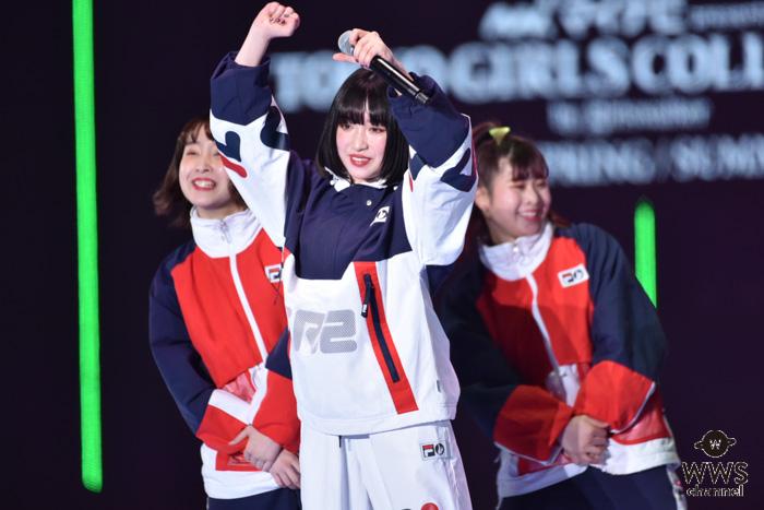 吉田凜音、TGCで魅せるマイクパフォーマンスに観客くぎづけ!<TGC 2019 S/S>