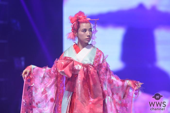 仲里依紗が全身ピンクのド派手な花魁姿でランウェイに登場!<神戸コレクション 2019 SPRING/SUMMER-ガールズフェスティバル->