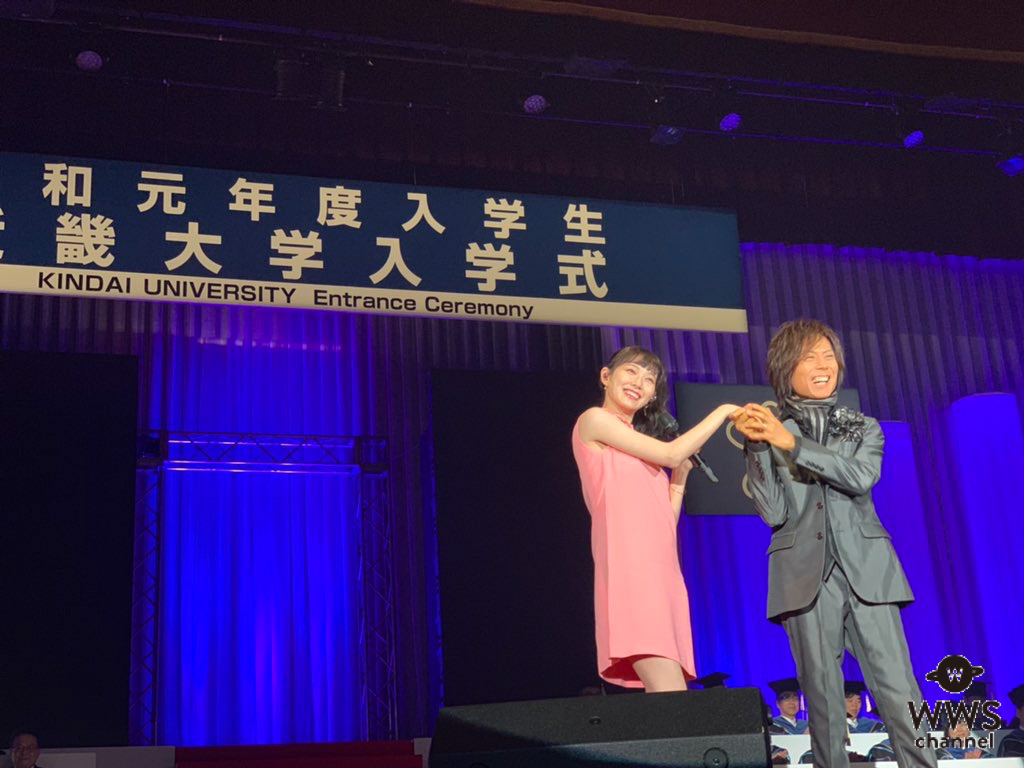 渡辺美優紀がつんく♂と近畿大学の入学式にサプライズ登場!「近大羨ましすぎます」