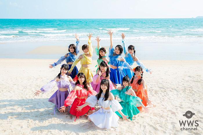 SUPER☆GiRLS、青い海と白い浜が激マブい必殺の夏曲「ナツカレ★バケーション」の新ビジュアル解禁!