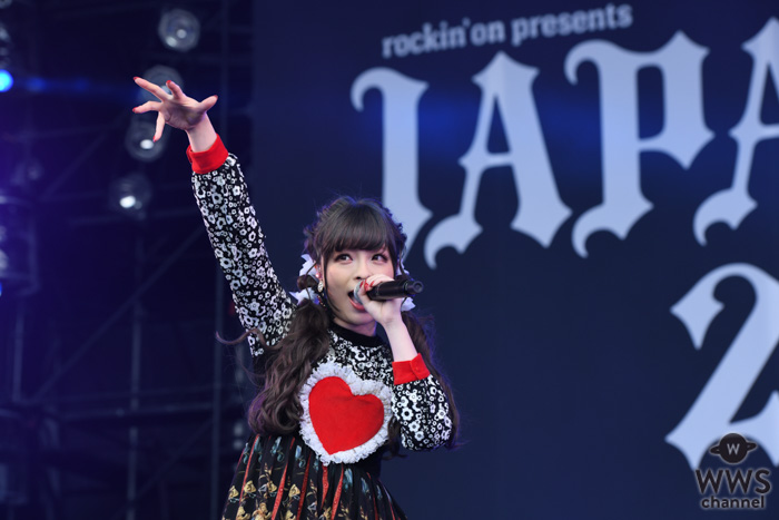 【ライブレポート】きゃりーぱみゅぱみゅが2日目のSKY STAGEに登場。この1年でリリースされた新曲メインのセトリで進行形の姿をアピール!<JAPAN JAM 2019>