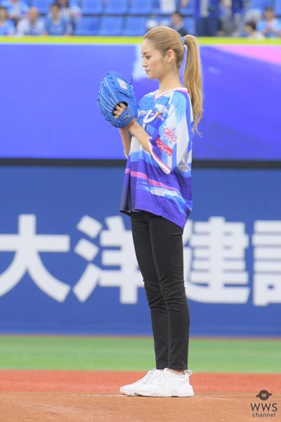 E-girls / Happiness・楓が人生初のセレモニアルピッチ(始球式)でノーバン!