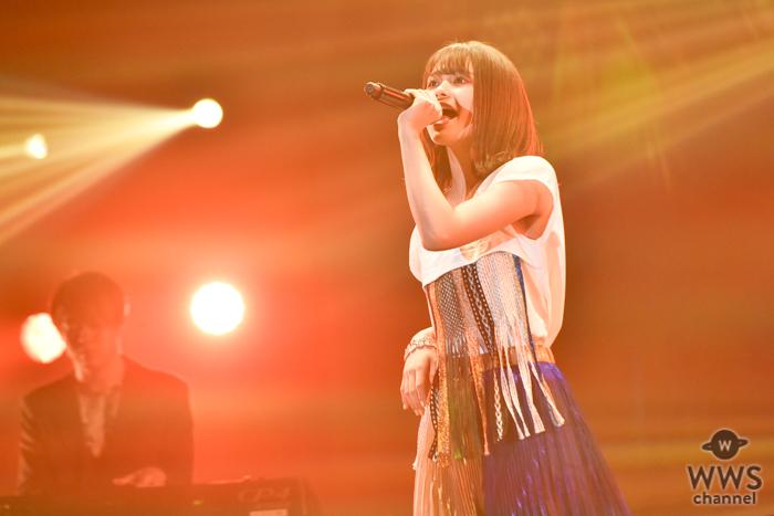【ライブレポート】足立佳奈、TSCのライブステージで甘い恋歌3曲を熱唱!<東京ストリートコレクション>
