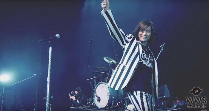 ロックバンド・R0LL-B DINOSAUR、神田明神ライブの模様を盛り込んだ『おかしいだろ?』MV公開!