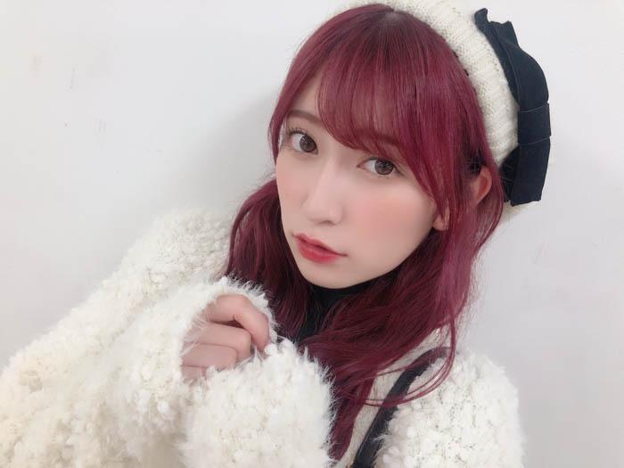 """NMB48・吉田朱里が""""あざとかわいい""""ショットでファン歓喜!「どタイプ」「しっかりモデルさんしてる」"""