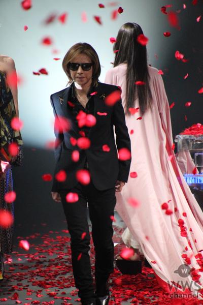 X JAPAN・YOSHIKIが名曲『ROSA』に合わせてピアノ演奏を披露!着物ブランド「YOSHIKIMONO」ファッションショー開催!<Rakuten Fashion Week TOKYO 2020 S/S>
