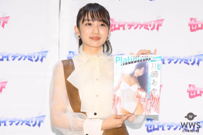 黒木ひかり、透け感あるシャツで『Platinum FLASH×ゼロイチファミリア』発売イベントに出演