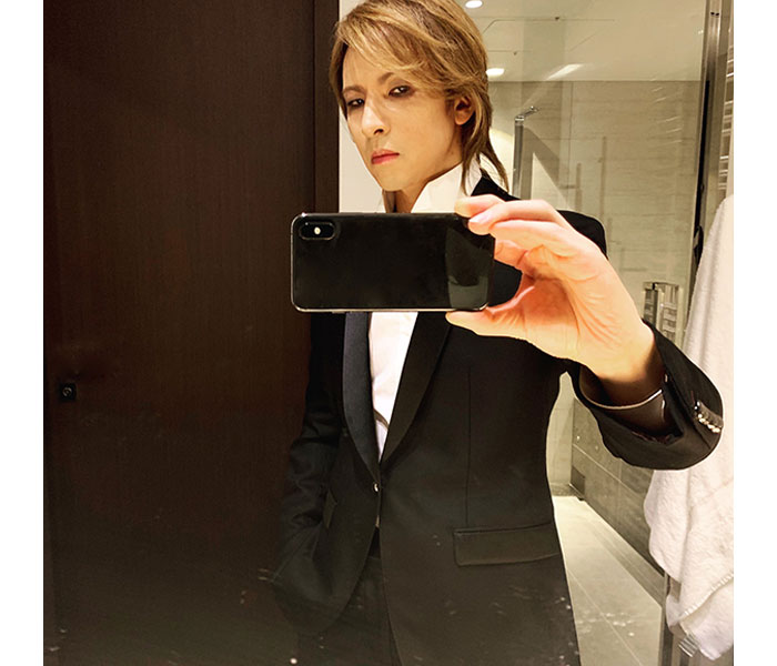 X JAPAN YOSHIKI、リハーサルの合間にチャリティーイベントへ!「どこの国の王子様でしょうか」と歓喜の声も