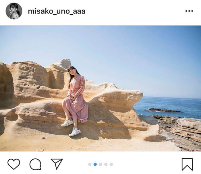 AAA・宇野実彩子、初めての南紀白浜でピンクワンピ写真公開!「シルエットが美しい」「人魚姫みたいだよ」