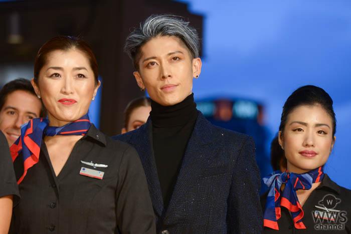 MIYAVIがアメリカン航空アテンダントらと「第32回東京国際映画祭」レッドカーペットに登場!
