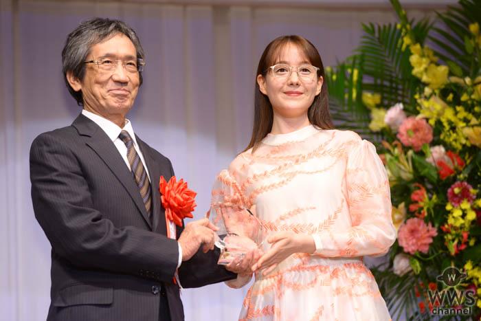 トリンドル玲奈「自分に似合うサングラスを見つけて楽しみたい」!サングラス部門(女性)で「第32回 日本 メガネ ベストドレッサー賞」受賞