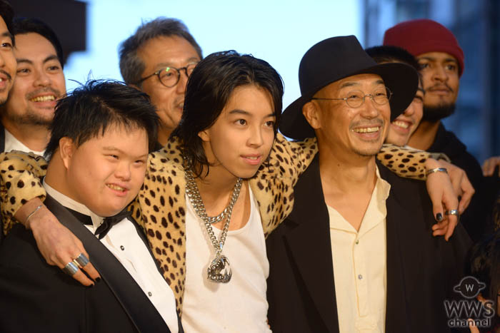YOSHIが「第32回東京国際映画祭」レッドカーペットに堂々と登場!