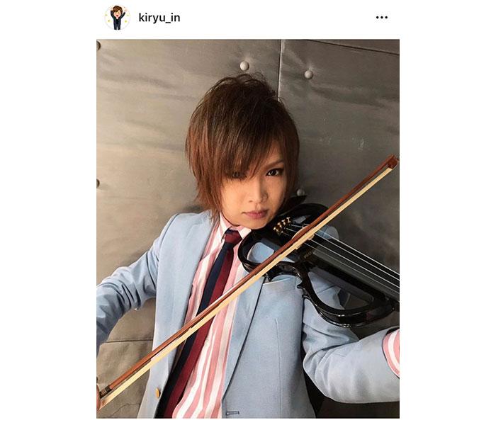 ゴールデンボンバー・鬼龍院翔が真剣な眼差しのヴァイオリンショットで楽曲アイデアをファンに依頼「必聴ポイントを書いて頂けると嬉しい」