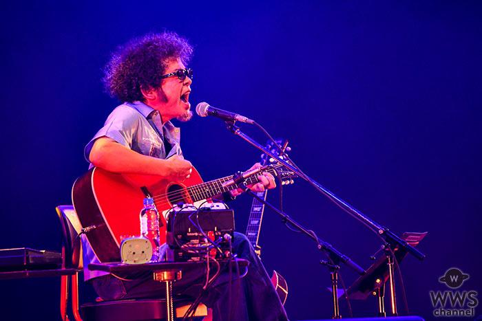 【ライブレポート】奥田民生がCOUNTDOWN JAPAN 19/20初日に登場。ギターと水割りを手に、マイペースなソロパフォーマンスを披露!