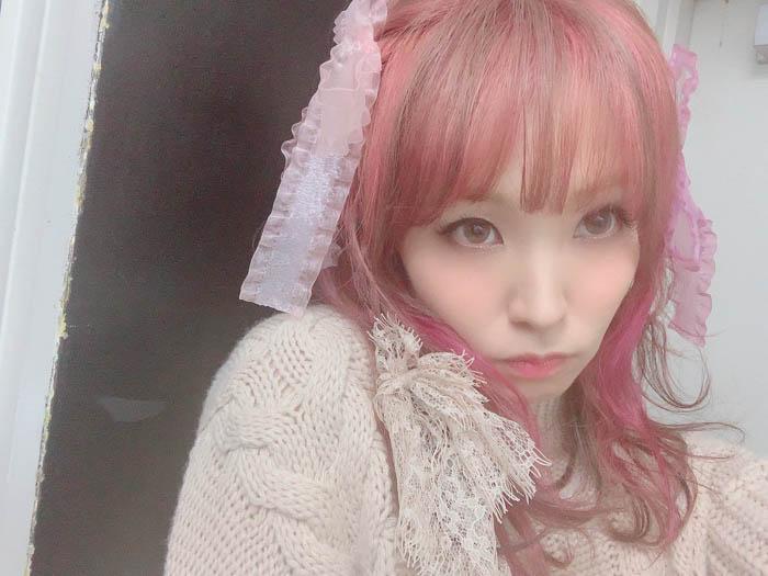 LiSAがピンクのリボンコーデ公開に反響!「なんて可愛さ」「こんな天使見た事ないっ!」