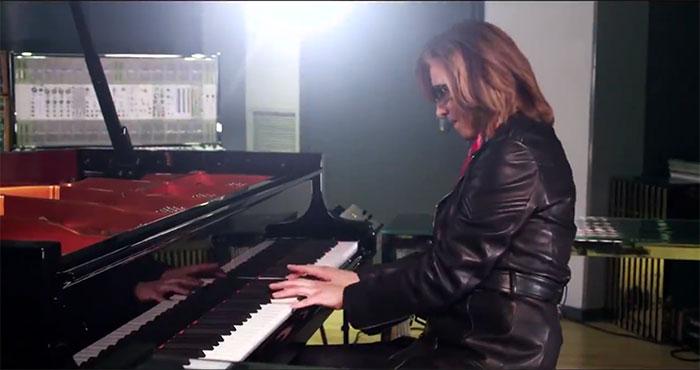 X JAPAN YOSHIKI、SixTONES(ストーンズ)デビューに祝福の『Imitation Rain』ピアノ動画を投稿