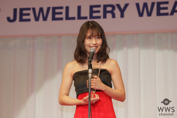 女優・有村架純が「第31回日本ジュエリーベストドレッサー賞」20代部門を受賞!