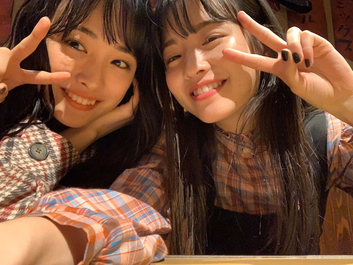 """大友花恋、横田真悠との""""大人なかれまゆ""""オフショットに「可愛さ眩しい!」「嬉しすぎる」と悶絶!"""
