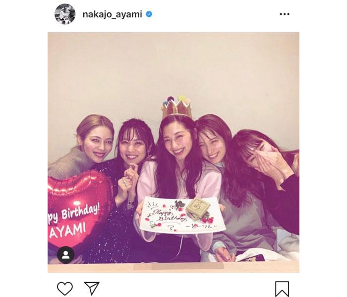 中条あやみの誕生日にE-girls 楓、宮本茉由らがサプライズで祝福!「幸せものだな」