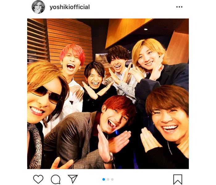 "X JAPAN YOSHIKI、SixTONES(ストーンズ)と仲良く""Xポーズ""披露!「デビュー曲がYOSHIKIさんで本当に良かった」"