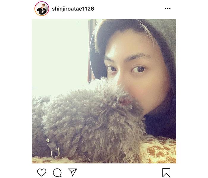 AAA 與真司郎が愛犬とのプライベート自撮りショット公開!「カッコ良すぎ」「これはファン殺しです」と大絶賛