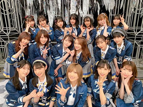 AKB48 向井地美音、FNS特番で披露した『10年桜』集合カット公開!「素敵なステージでした」「勇気をもらいました」 <FNS音楽特番 春は必ず来る>