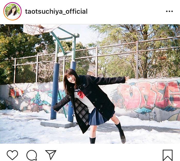 土屋太鳳が『春待つ僕ら』の秘蔵制服ショットを公開「本物の桜の季節に載せることが出来て本当に良かった」