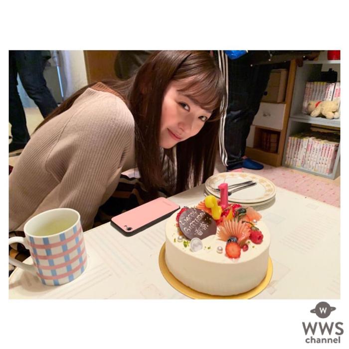 福原遥、笑顔のオフショットにファン反響!!「笑顔がとっても可愛い」「一緒に食べた気分」「ケーキ食べれた?」の声!